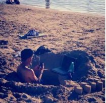 18 Pictures of people at the beach having bad day